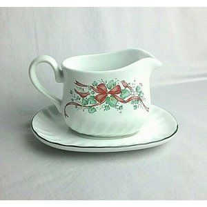 Corelle Callaway Holiday Ivy Red Ribbon Christmas Creamer Gravy Boat with Plate